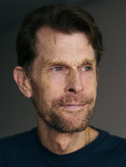 Crisis on Infinite Earths : Kevin Conroy